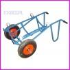 Wózek do przewozu beczek z możliwością opróżniania do podstawionego naczynia, koła pneumatyczne 400mm, wymiary 1300x600x500mm (na nośni rolki poliamidowe ułatwiające obrót beczki na wózku)